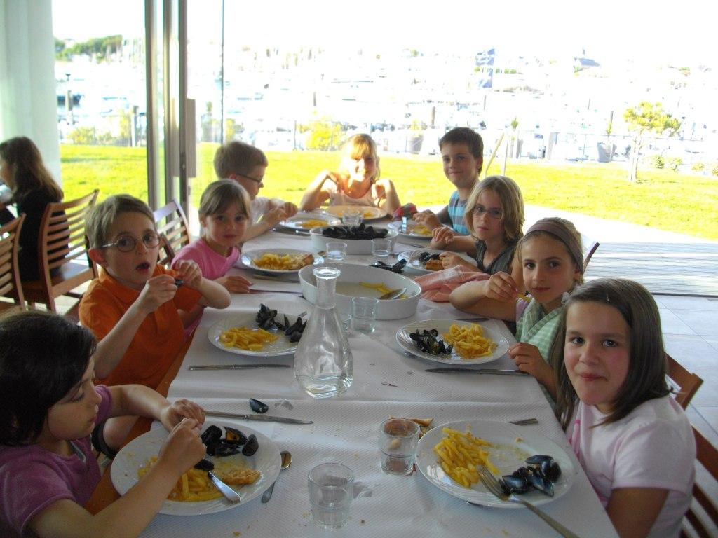 Le repas vend en jambon mogettes et l incontournable menu moules frites pour les enfants de - Repas pour les enfants ...